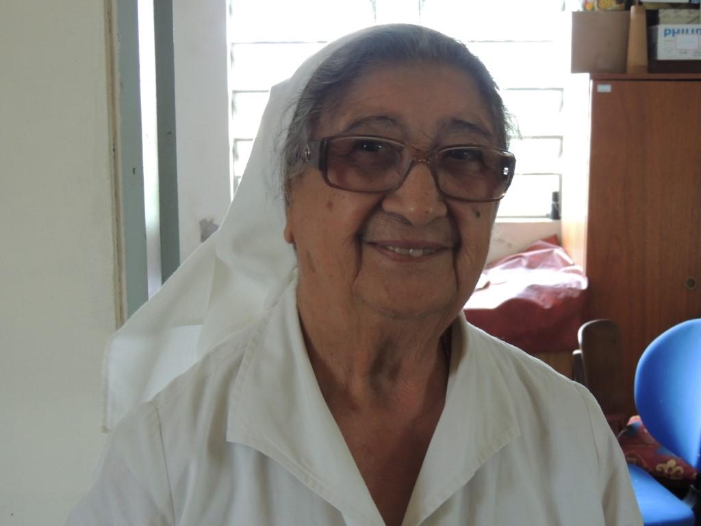 Irma Aida (81 jaar) Maakt allerlei creatieve dingen voor de verkoop op de Bazar